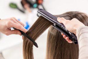 cheveux lisses et brillants avec ghd lisseur
